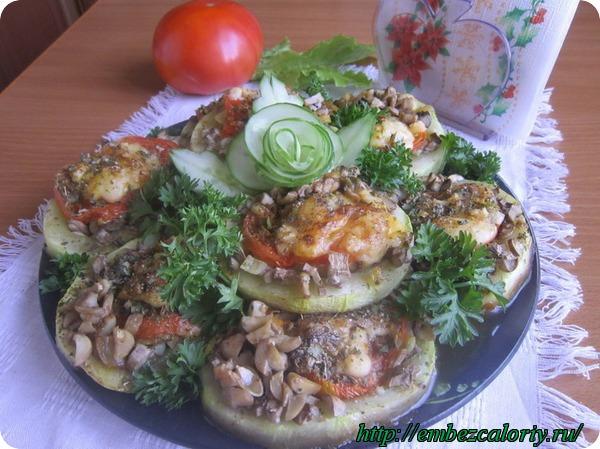 Подаем горячими, со свежими овощами, украсив зеленью