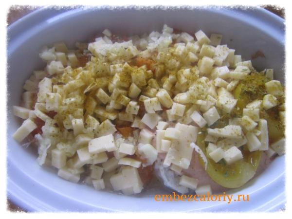 Посыпаем сыром, чесноком, сушеной, свежей зеленью