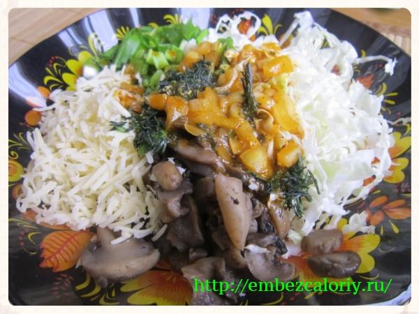При подаче поливаем салат заправкой
