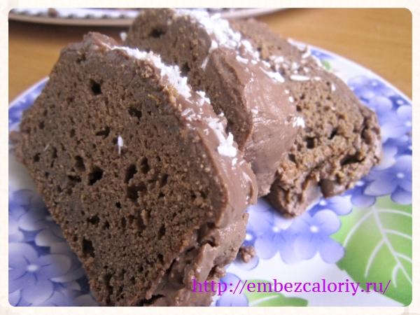 Кекс шоколадный под необычной шоколадной глазурью готов!