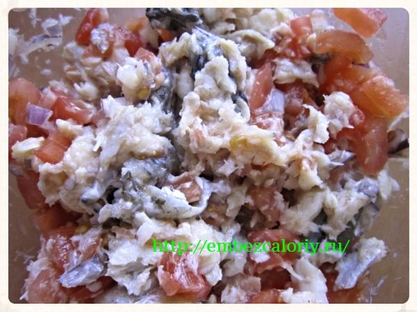Добавляем помидоры в маринад