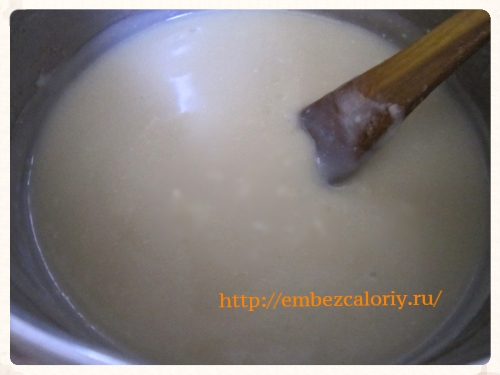 добавляем смесь молока и муки