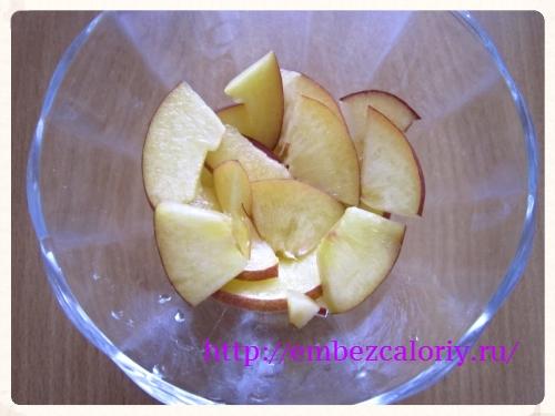 укладываем 1 вид фруктов или ягод