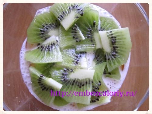 Укладываем 2-й вид фруктов