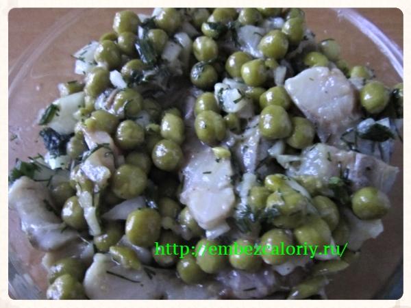 Сельдь с зеленым горошком по-молдавски
