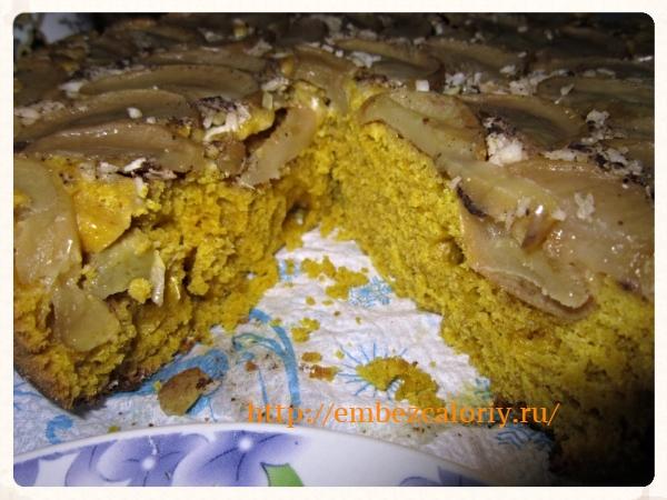 Тыквенный кекс с яблоками, семечками и кокосом готов