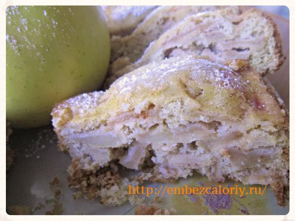 Яблоки в кукурузном бисквите