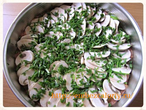 шампиньоны и зелёный лук
