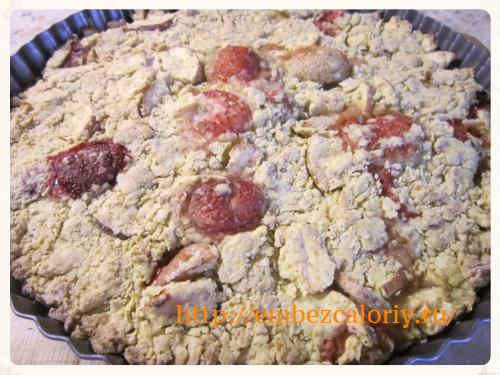 Лохматый яблочно-клубничный пирог