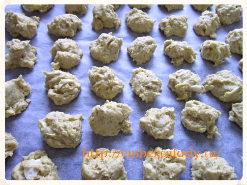формуем печенье и выпекаем