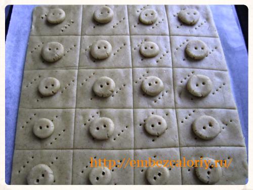 формуем печенье в виде пуговки