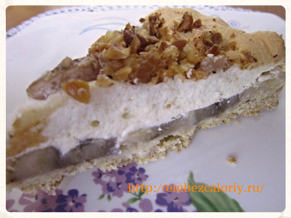 Пирог с бананами под румяным сугробом
