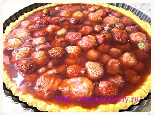 заливаем ягоды с желе оставшимся сиропом