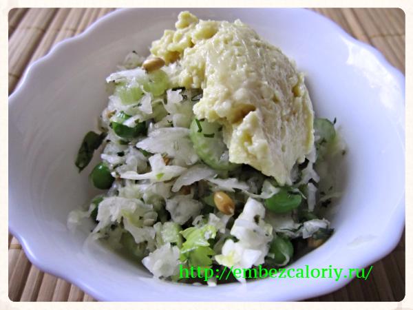 Зимний салат из капусты с сельдереем