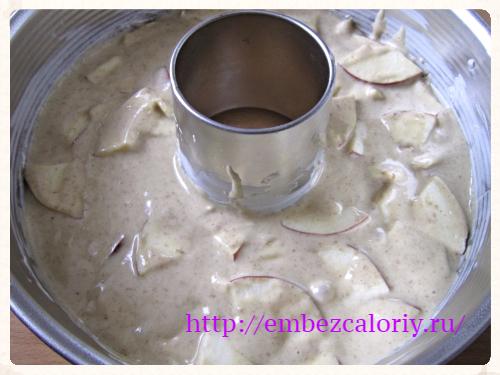 тесто в форму и выпекаем
