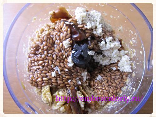 добавляем кунжут и проросшее (или замоченное) семя льна