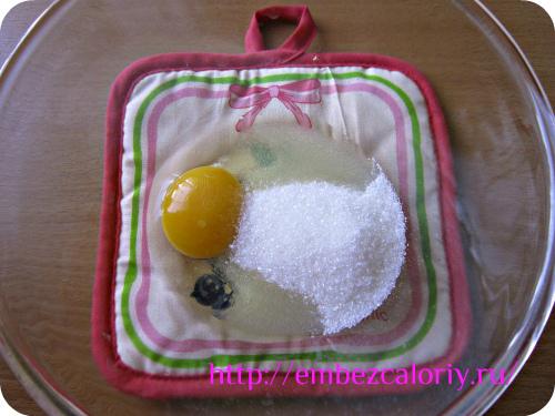взбивание яиц с сахаром