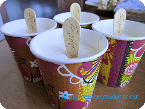 Насаживаем палочки для мороженого