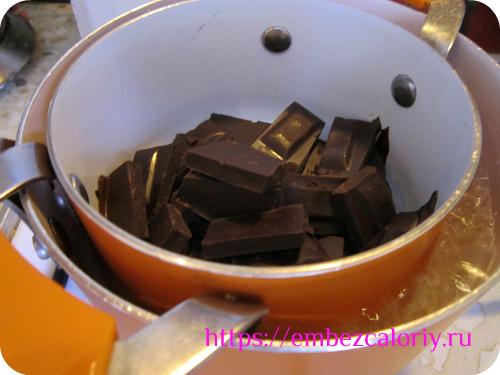 топим шоколад со сливочным маслом