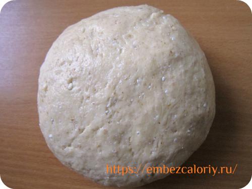 замешиваем очень мягкое тесто