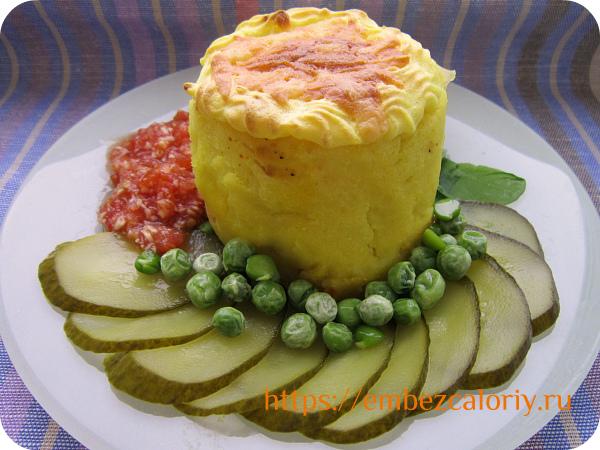 Запечённый праздничный картофель с начинкой готов!