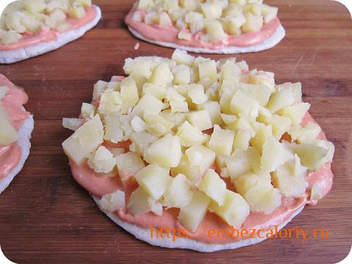 Укладываем сверху подготовленный картофель
