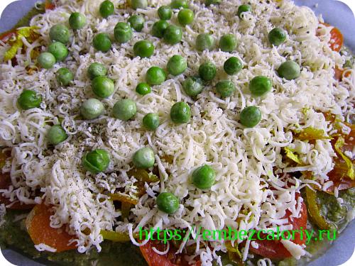 Посыпаем сыром и зелёным горошком