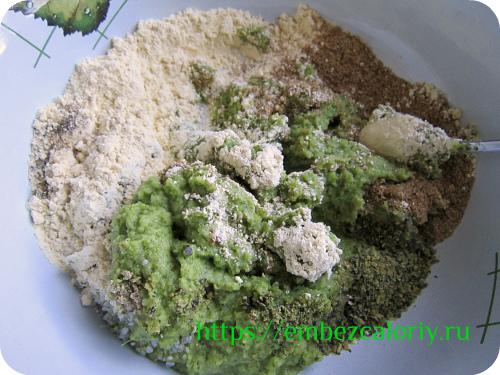 Смешиваем пюре из брокколи со всеми ингредиентами