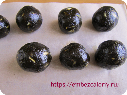 Делаем конфеты в форме шариков