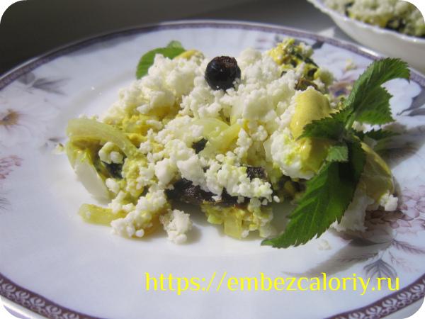 Салат с черносливом готов!