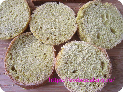 Нарезаем хлеб тонкими ломтиками