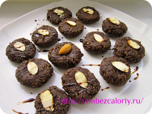 Миндальное печенье с шоколадом готово!