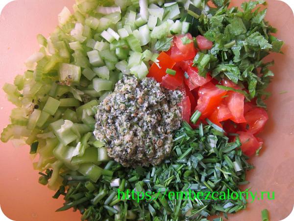 Заправка готова! Добавляем её в овощной салат прямо перед подачей