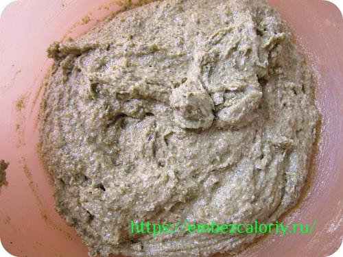 Замешиваем тягучее тесто