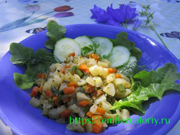 Топинамбур, тушенный с морковью и зеленью готов!