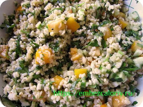 Перемешиваем салат и охлаждаем