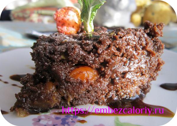 Шоколадное пирожное с курагой