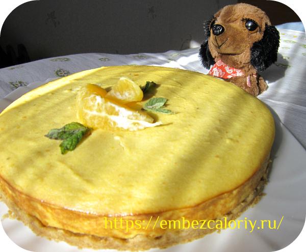 Остужаем и освобождаем пирог из формы