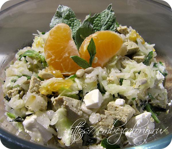 Капустный салат с тофу готов!