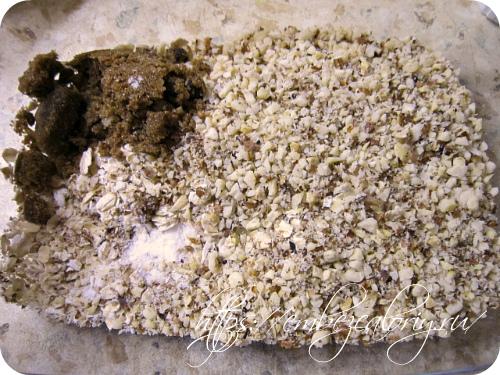 Соединяем геркулес, сахар, соль и измельченные орехи