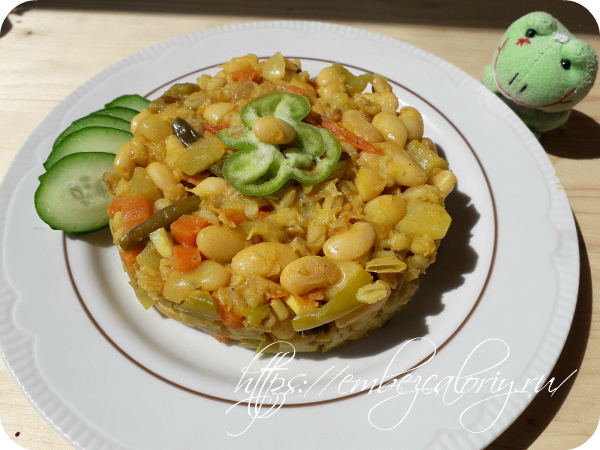 Вкусное аппетитное Вегетарианское блюдо с овощами готово!