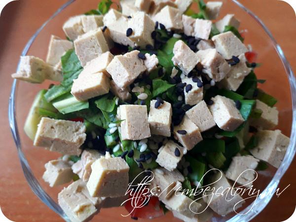 Овощи и тофу нарезаем кубиками