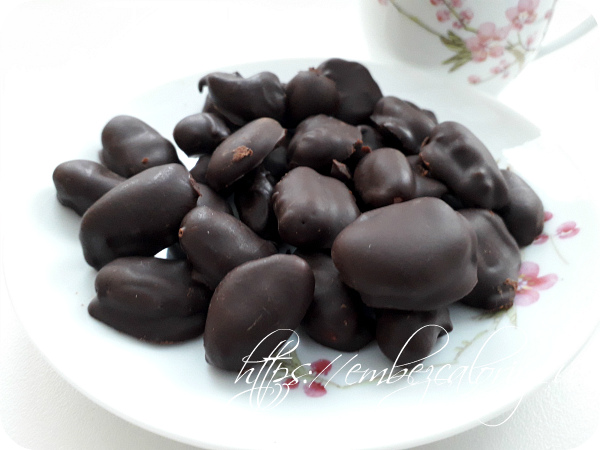 Какао бобы в шоколаде