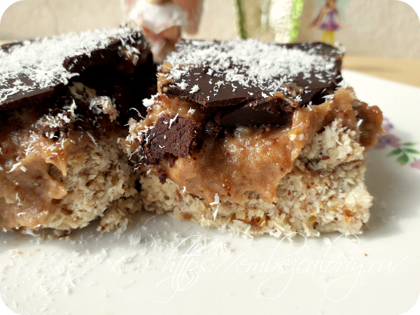 Ореховое RAW пирожное