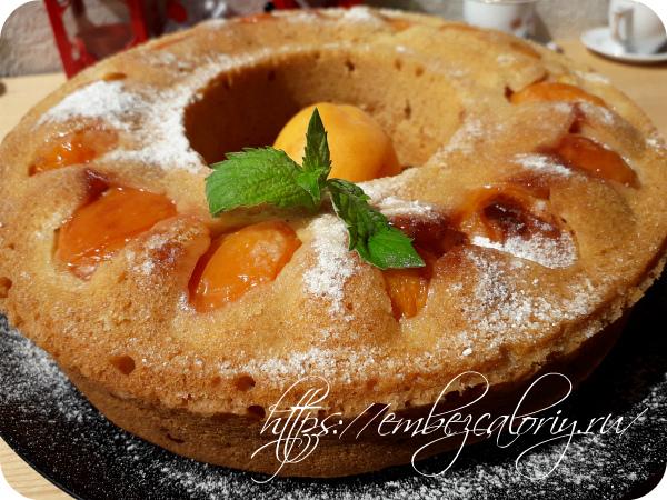 Воздушный пирог с абрикосами