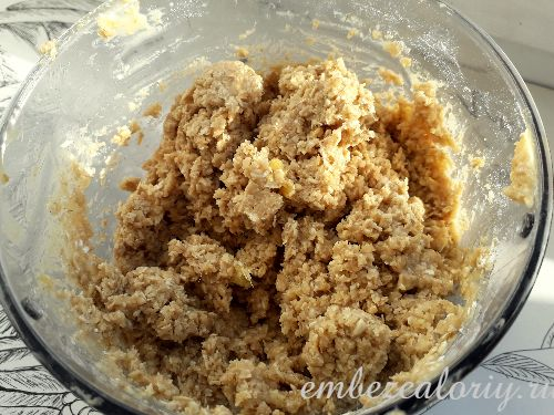 Все ингредиенты для печенья смешиваем в блендере